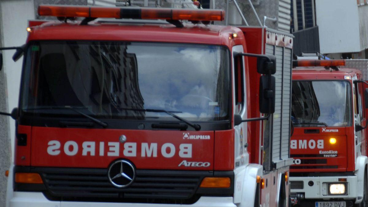 Fallece un hombre de 89 años y dos mujeres resultan intoxicadas en un incendio en una vivienda de Pontevedra