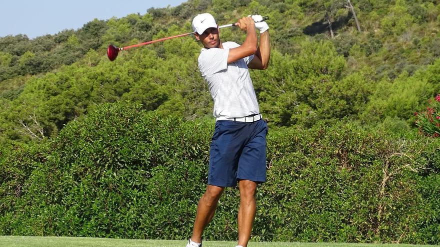 Rafa Nadal abandona en el Abierto de Baleares... de Golf
