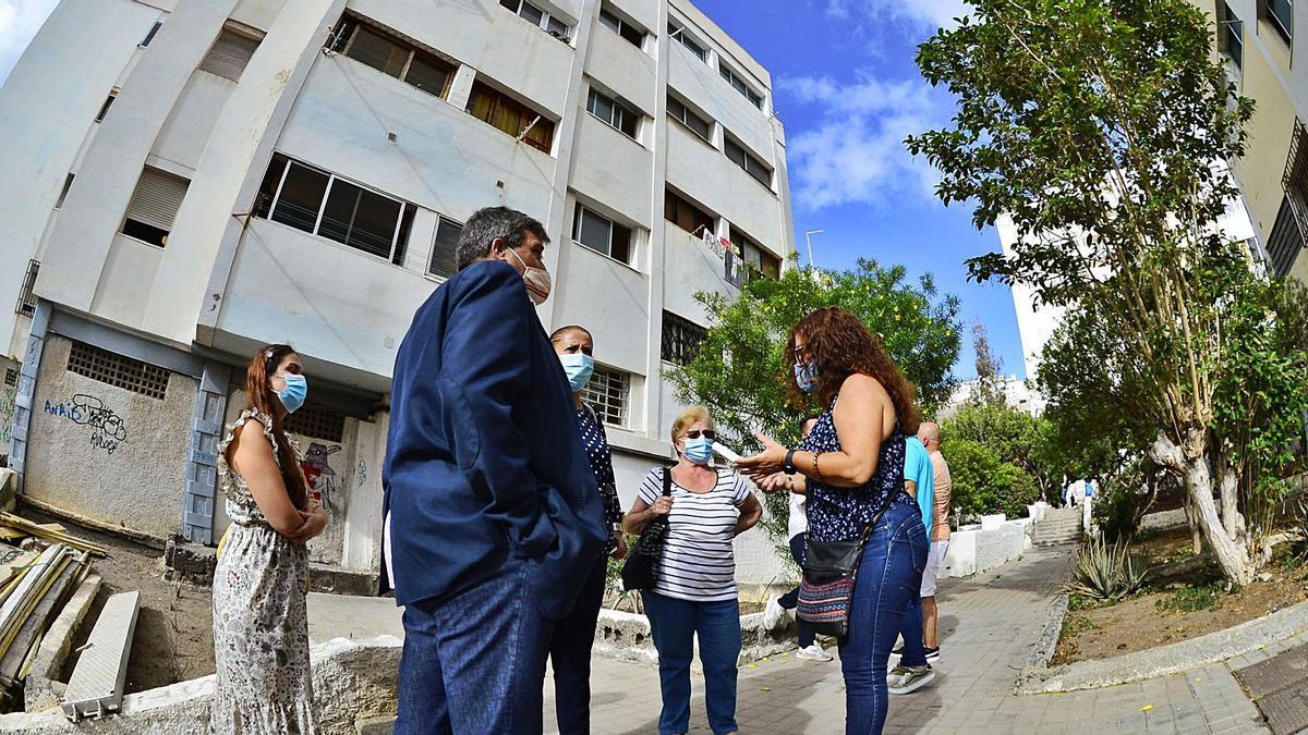 El concejal de Urbanismo, Javier Doreste, en su visita al barrio del Cono Sur.