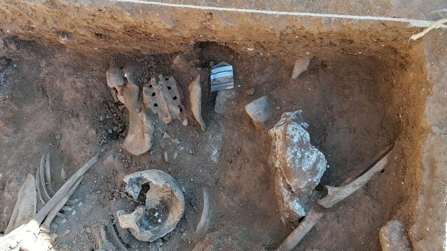 Troben a Belchite dues fosses que podrien tenir 150 civils afusellats a la Guerra Civil