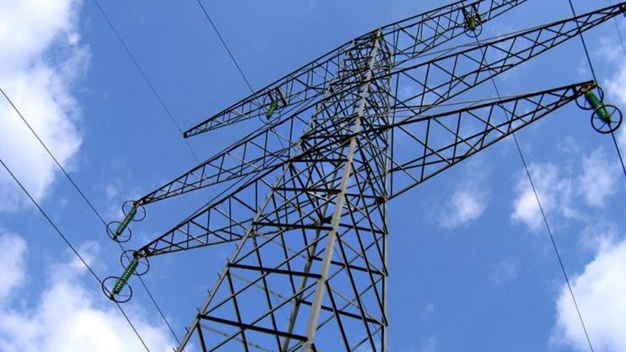 Unas 50.000 personas de la Comunitat sufren cortes de luz por la caída de suministro eléctrico