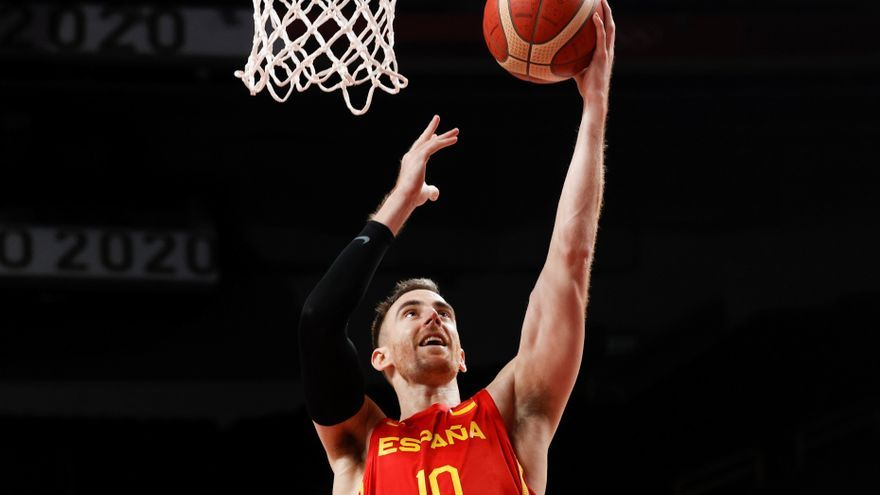 Valencia Basket: Víctor Claver enseña el camino a España en el estreno
