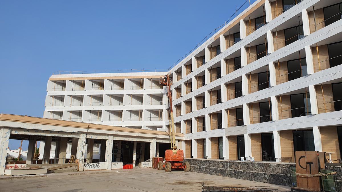 Primer hotel en construcción de Canarian Hospitality en Adeje