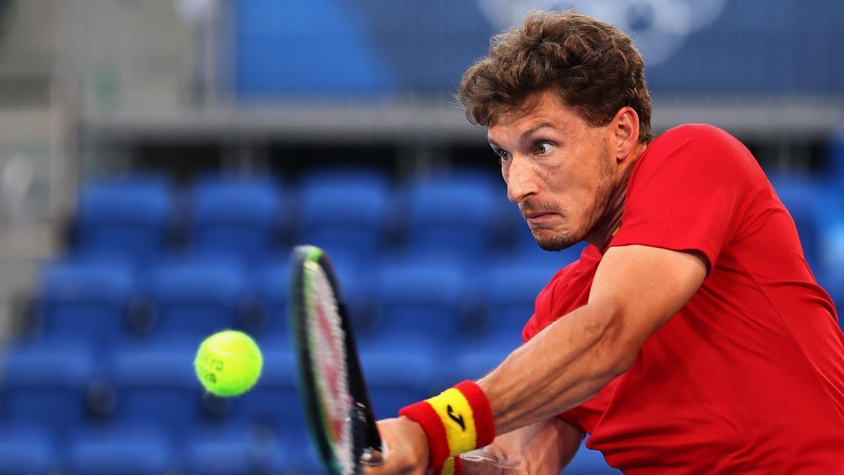 Pablo Carreño devuelve una bola ante Djokovic.