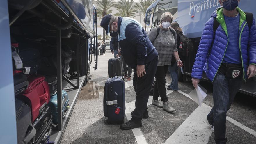 Coronavirus en Baleares: La incidencia vuelve a bajar tras seis días de subidas pero aumentan los ingresos hospitalarios