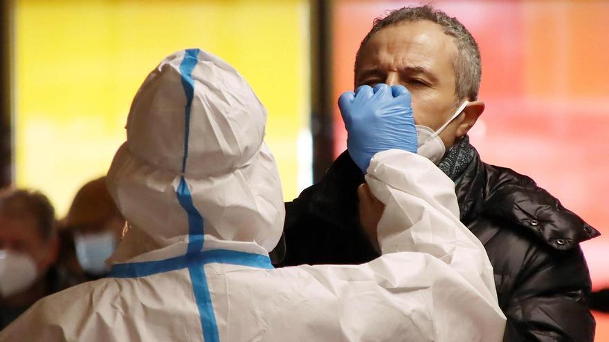 Sanidad notifica 4.962 nuevos casos y 141 muertes por Covid-19