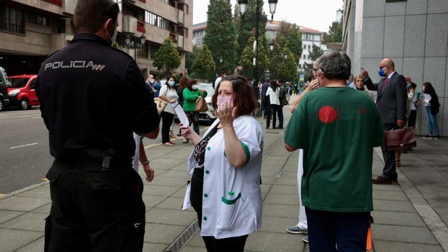 Una falsa amenaza de bomba en Oviedo obliga a desalojar el Centro Cívico y a acordonar las calles aledañas