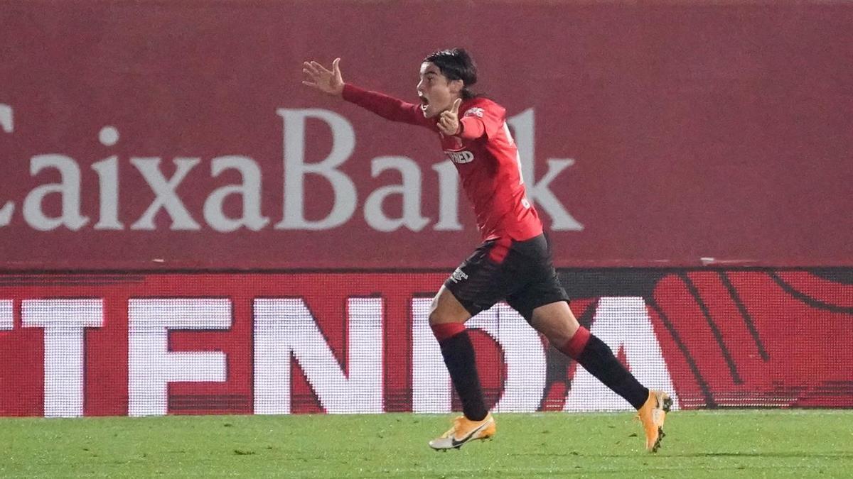 Luka celebra eufórico su primer gol como profesional.