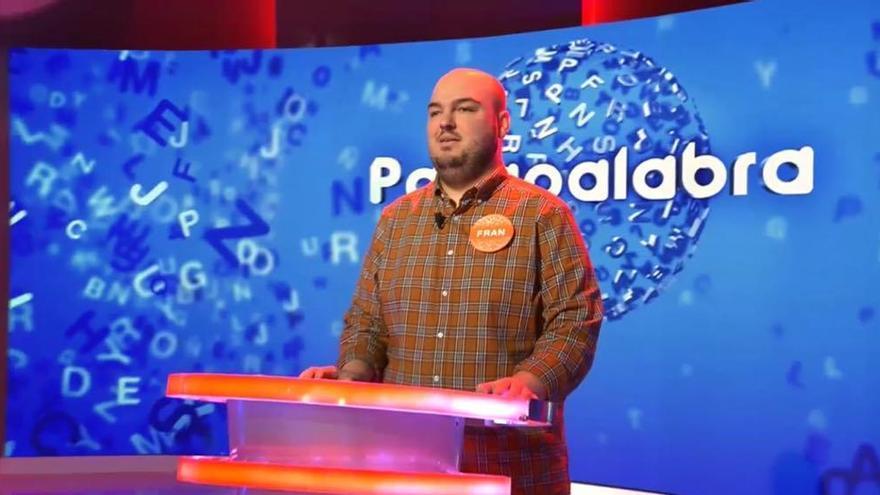 La sorprendente foto con la que Fran Pasapalabra entra en la campaña electoral