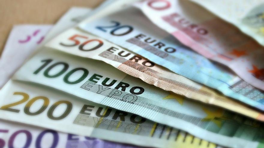 """Un avilesino estafa 53.000 euros en letras del Tesoro americano """"para pagar deudas"""""""