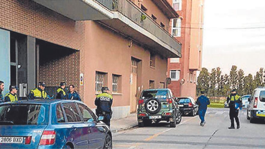 Figueres actua contra un bloc per frenar l'ocupació, que persisteix des de fa anys