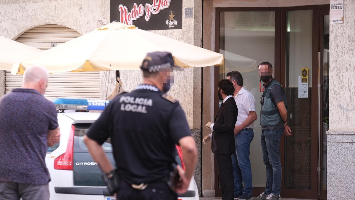 El restaurante en el que estaban comiendo la víctima y el detenido