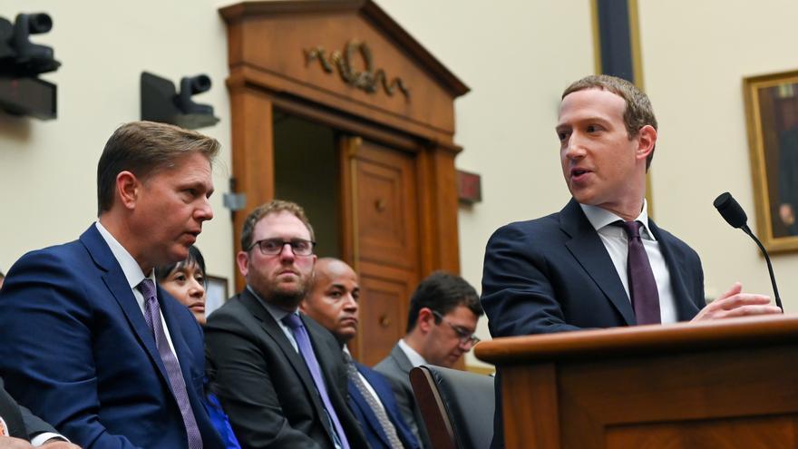 Facebook estudia cambiar de nombre