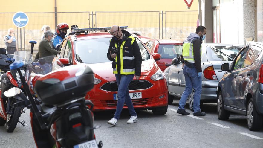 VÍDEO: La Policía Local dispara contra un hombre armado con un hacha en Gijón