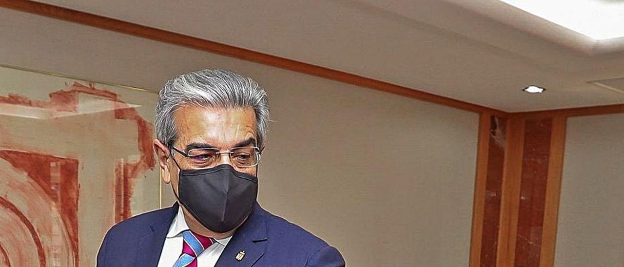 El vicepresidente canario, Román Rodríguez, ayer en el Consejo de Gobierno. | | EFE