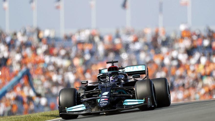 Hamilton manda por delante de Verstappen y Sainz en el primer libre en Países Bajos