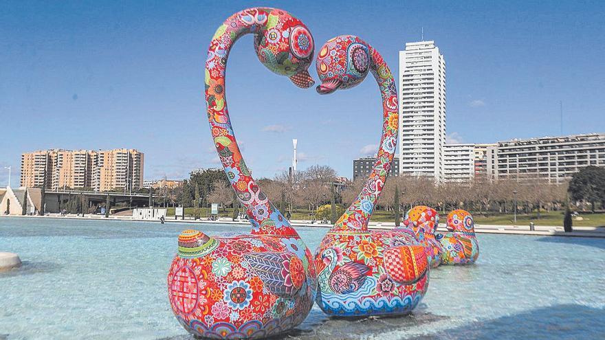 La colorista 'Galaxia' del artista taiwanés Hung Yi llega a Benidorm