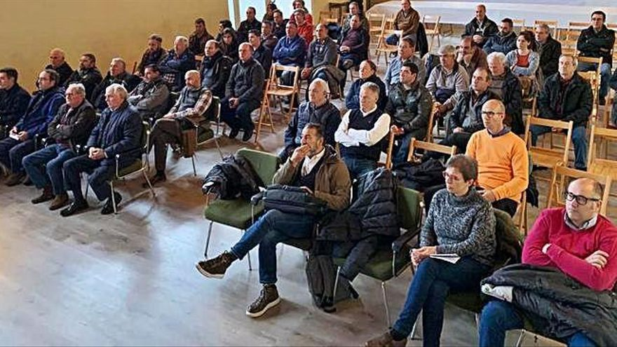 Asistentes al taller formativo sobre el buen uso de los elementos del sistema de riego del Canal Toro-Zamora. T. Z