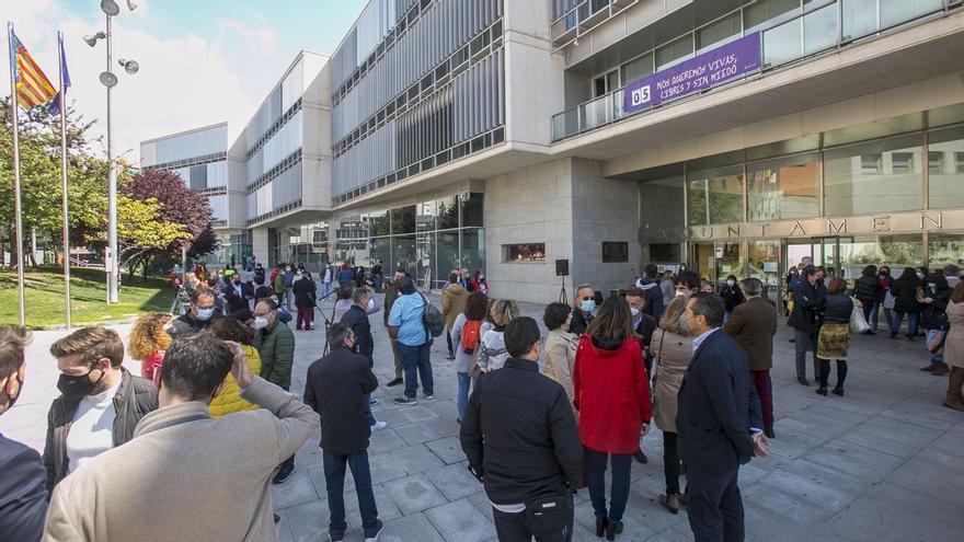La oposición pide al alcalde de San Vicente que tome decisiones y cese a los ediles implicados en los chat