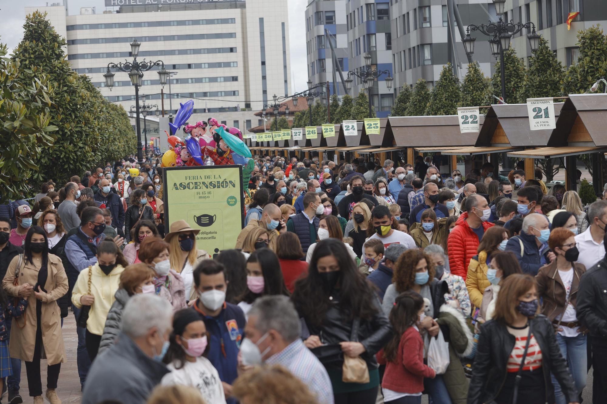 En imágenes: así fue la tercera jornada de la feria de la Ascensión en Oviedo