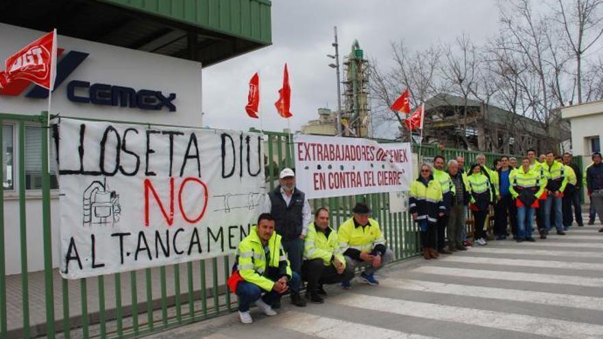 Arbeiter des schließenden Zementwerks in Lloseta einigen sich mit Cemex