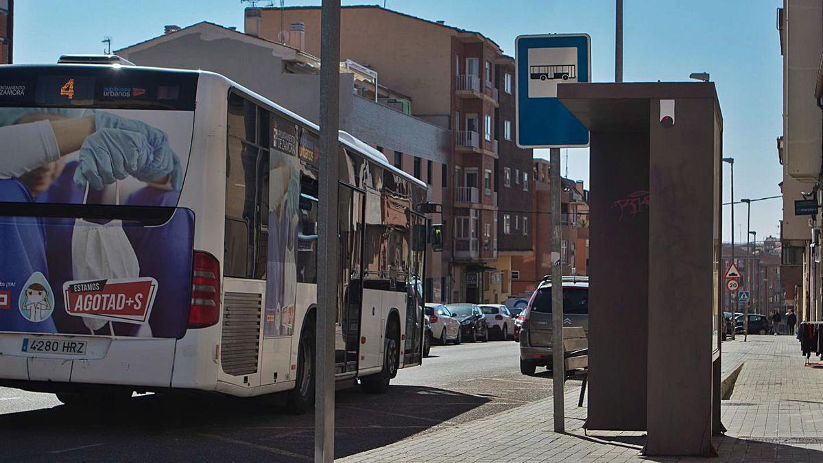 Calle de la Hiniesta, donde se ejecutará un tramo de la renovación de las tuberías.