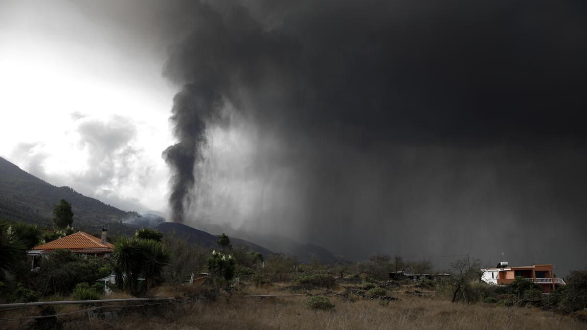 Erupción volcánica en La Palma | La lava se acerca lentamente al mar.