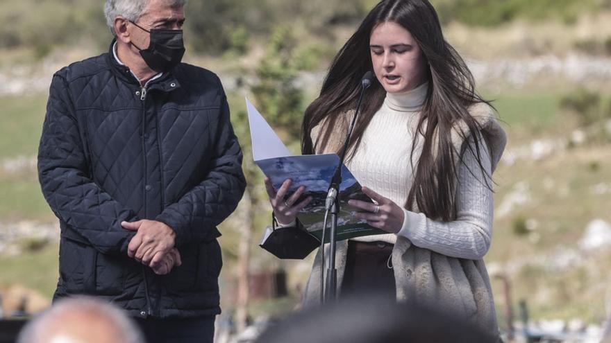El emotivo discurso de Desiré Fernández,  la joven que recorre 67 kilómetros cada día para estudiar Bachillerato