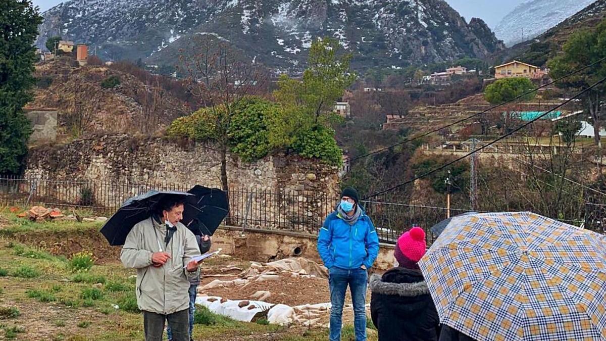 El grup de participants en la visita guiada d'aquest diumenge al castell de Berga