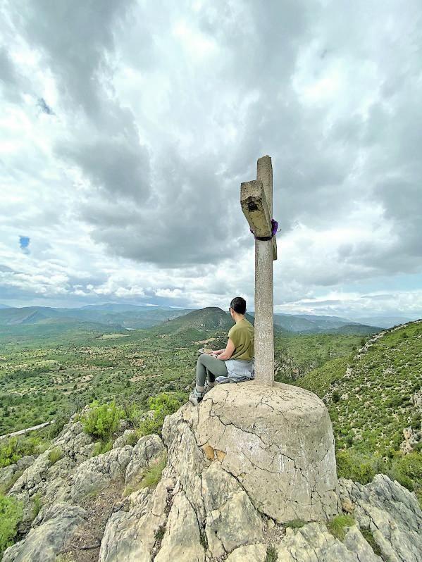 Panorámica de Losa del Obispo  y los llanos que preceden  a la serranía, desde  el Pico de la Cruz. |  M. V.