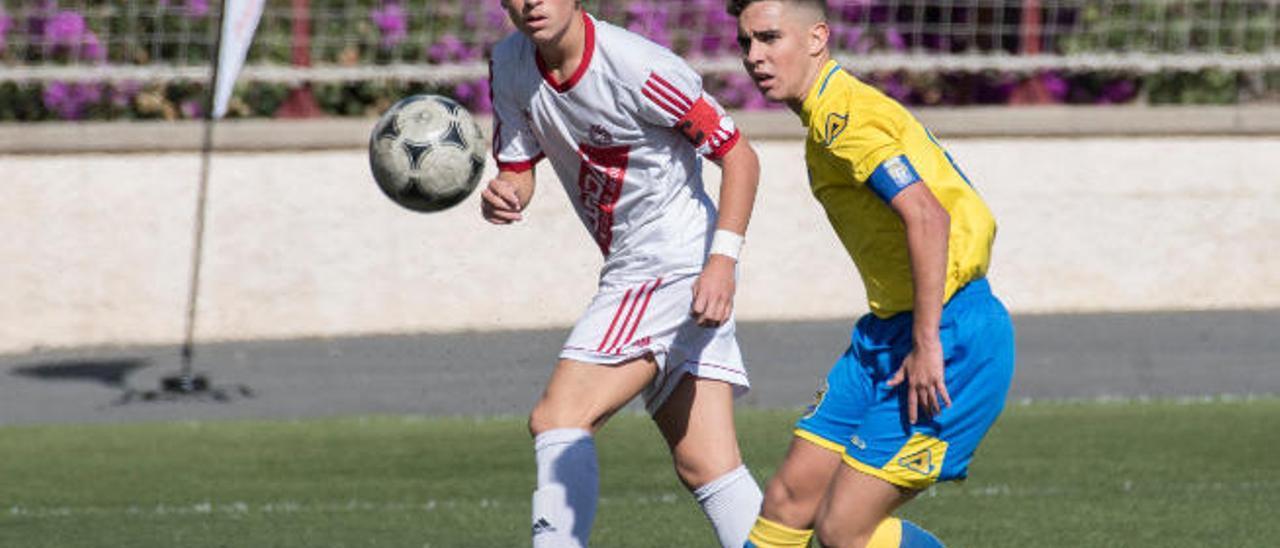 Pedro y José Luis, respectivos capitanes de Huracán y Las Palmas, en el partido de la primera vuelta.