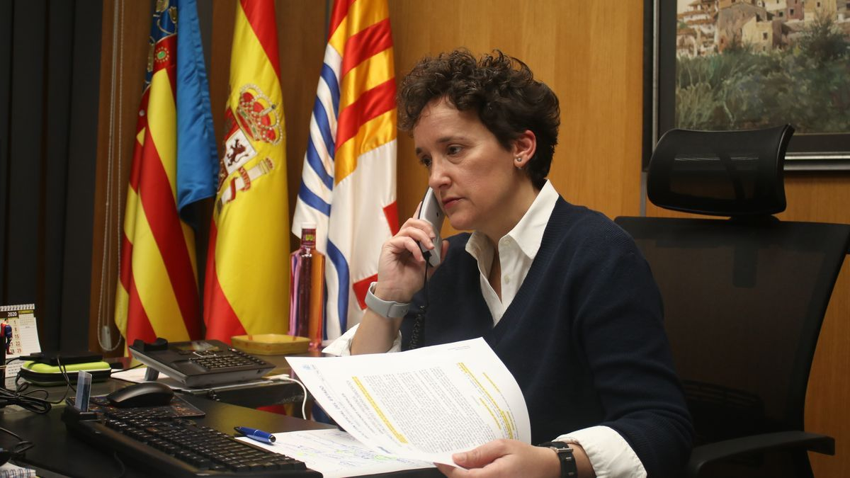 La alcaldesa de Onda, la popular Carmina Ballester, trabaja en su despacho en una imagen reciente.