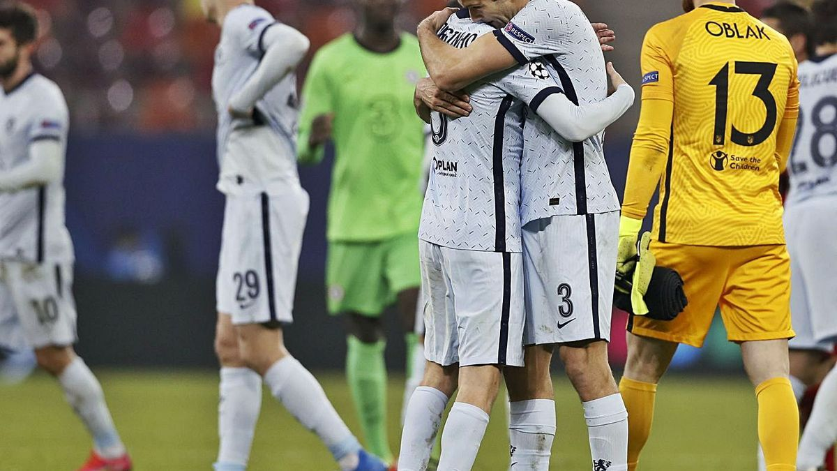 Los jugadores del Chelsea celebran el triunfo ante Oblak, portero del Atlético. |  // EFE