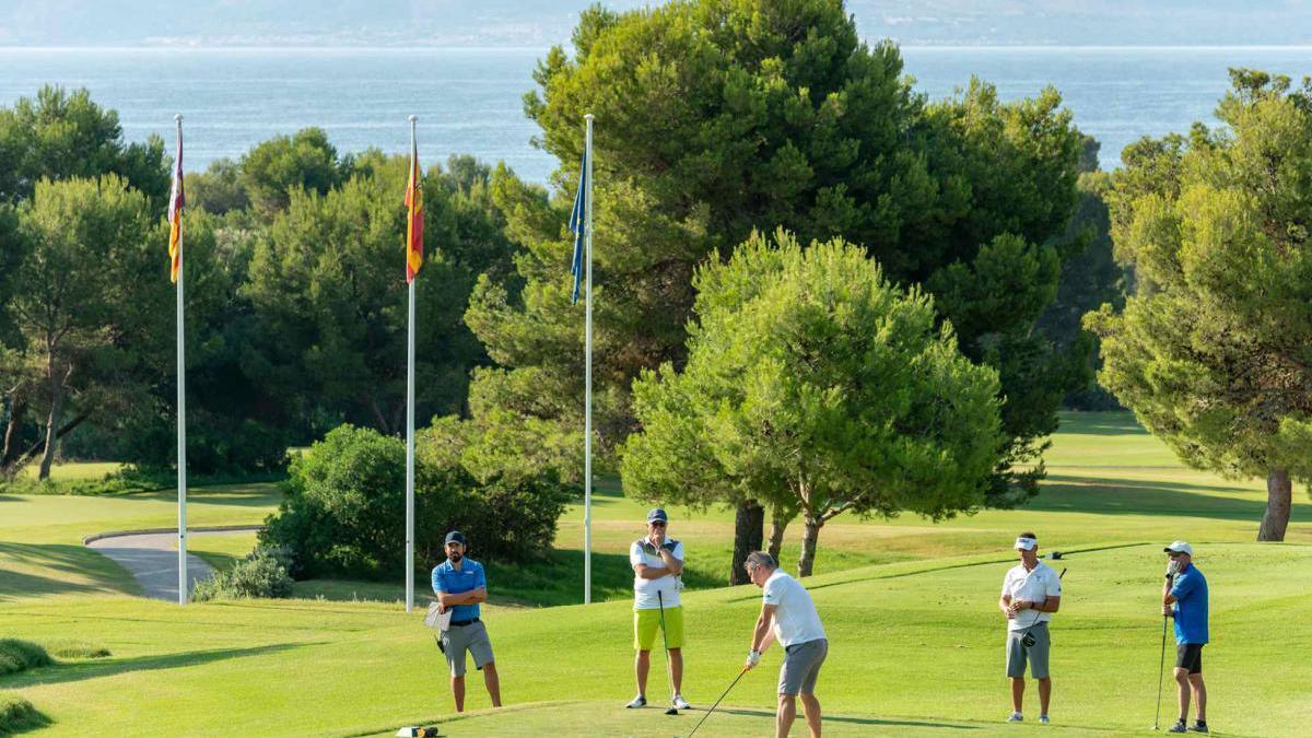 El Club de Golf Alcanada cuenta con unas espectaculares vistas al Mediterráneo.
