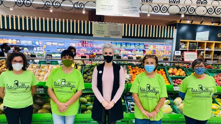 Fundación DinoSol dona productos a Las Kellys Fuerteventura