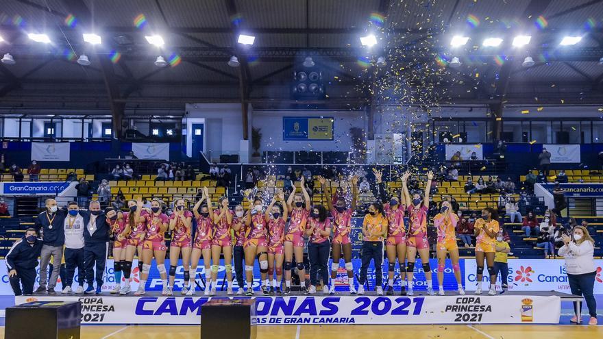 El CV CCO 7 Palmas levanta al cielo de Gran Canaria la Copa Princesa