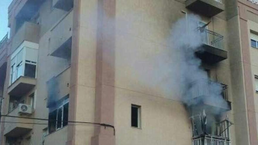 Herido al tirarse al vacío para escapar del fuego en Cartagena