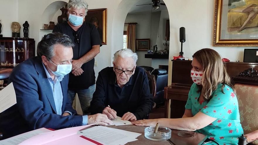 Un médico jubilado de Ourense dona más de 130 obras de arte popular religioso a Torremolinos
