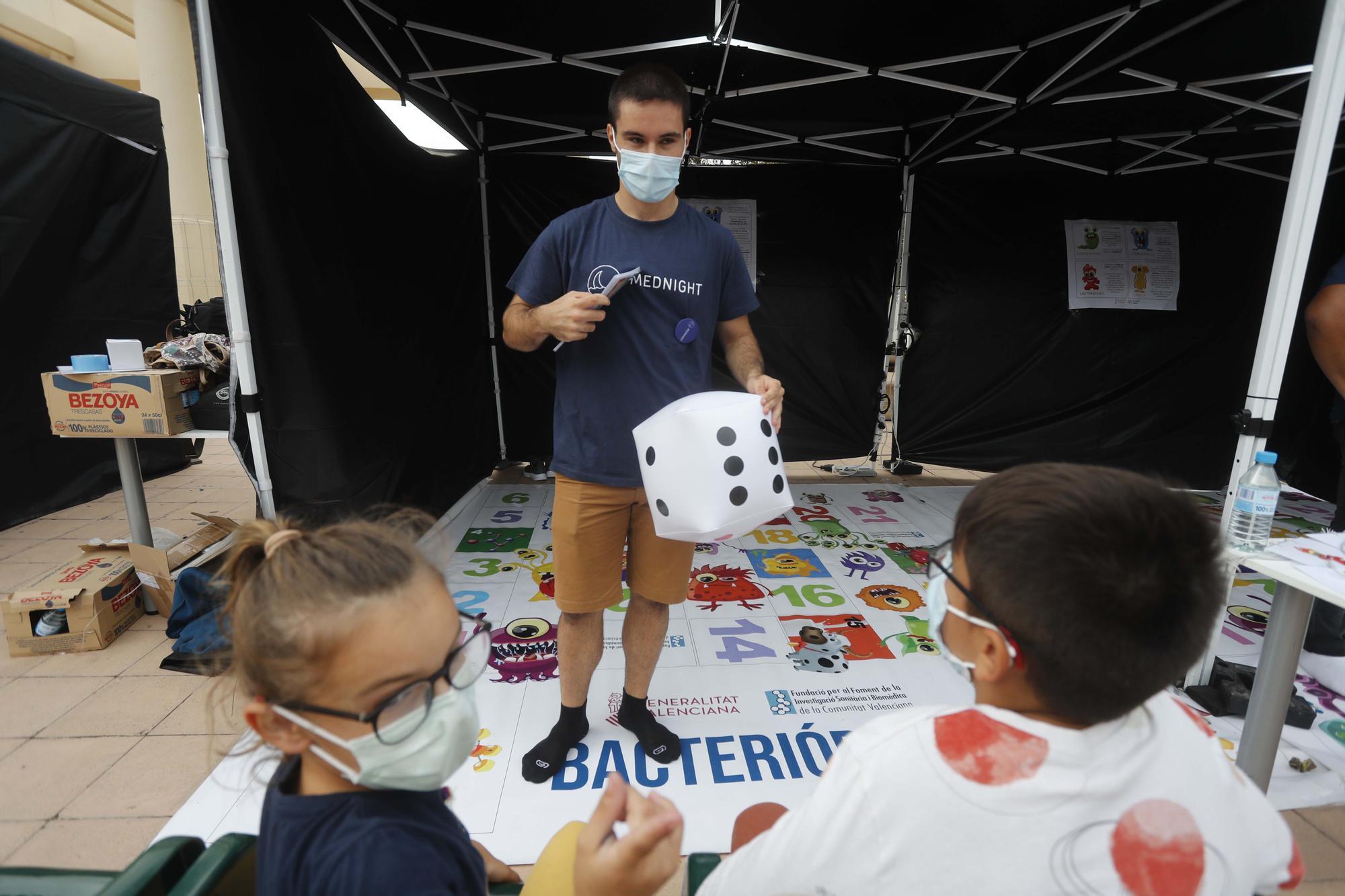 La 'Nit Mediterrània de les Investigadores' acerca la ciencia a los niños