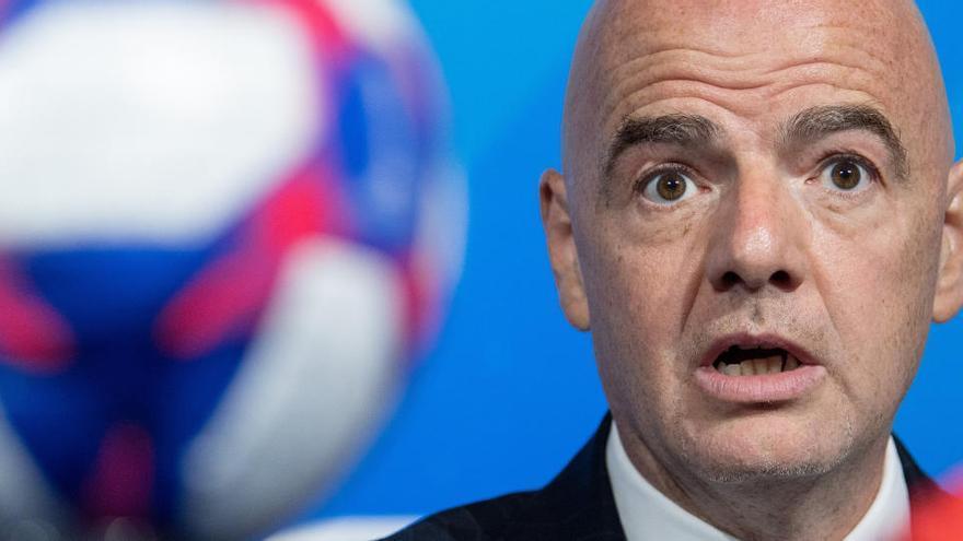 La FIFA cambiará la normativa de cesiones por la pandemia