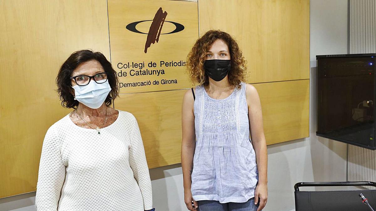Amàlia Barbero i Ariadna Vilà, de «Valentes i Acompanyades», ahir a Girona.    ANIOL RESCLOSA