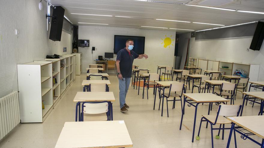 STEPV denuncia que Educación fuerza más alumnos por aula excluyendo la mesa del profesor y la puerta