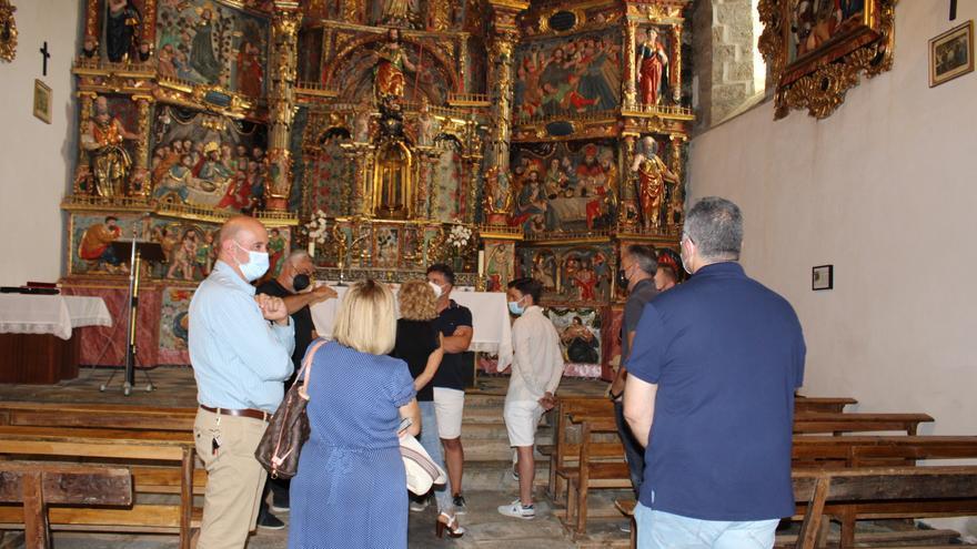 Otero de Sanabria saca los colores a su magnífico retablo monumental