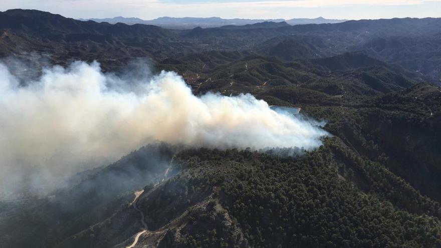 El Plan Informur se moviliza para apagar un incendio en el monte Miravete