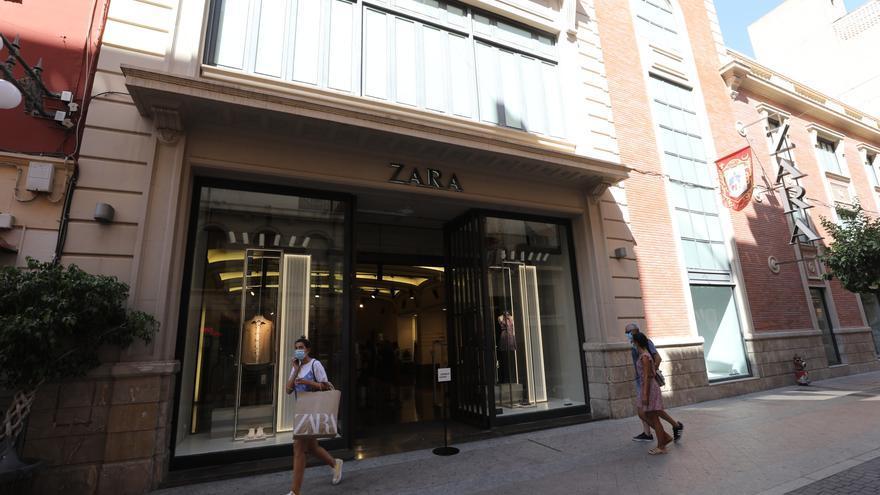 Zara y la plantilla de la tienda del centro acuerdan traslados dentro de la provincia