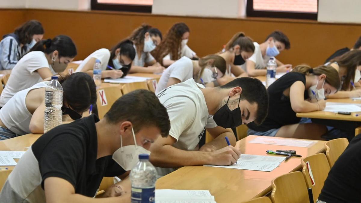 Alumnos en la prueba de acceso a la Universidad en Castellón