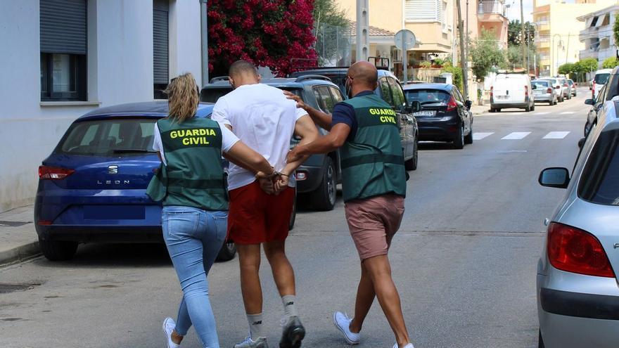 La Guardia Civil detiene al autor del atraco a una joyería de Can Picafort
