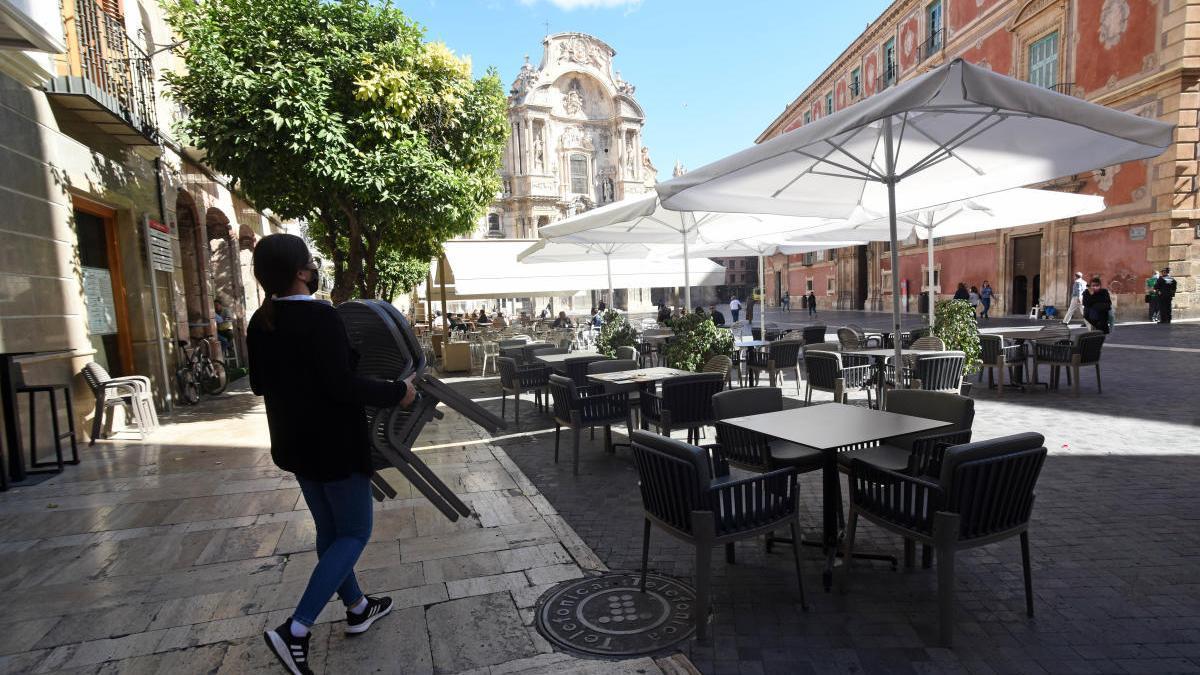 Terrazas en la Plaza de la Catedral de Murcia.