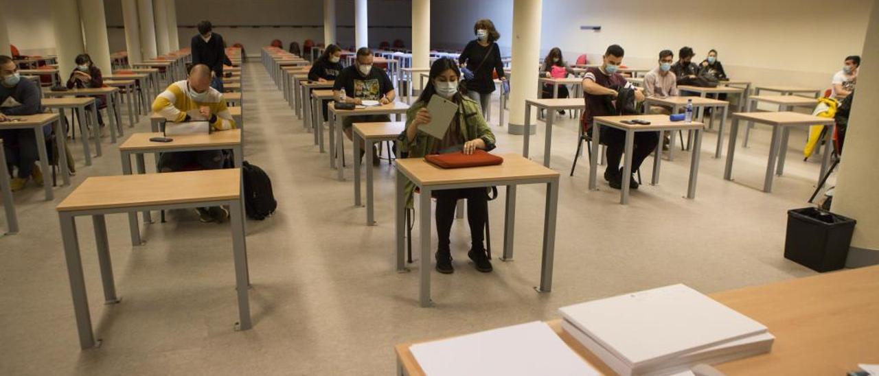Alumnos en un aula del campus de Mieres.