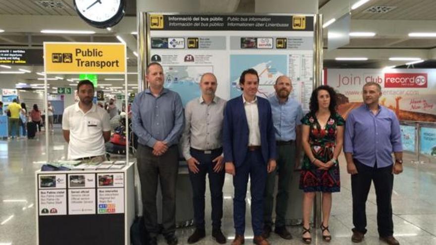 Busse und Taxi: Neuer Info-Schalter am Flughafen Mallorca
